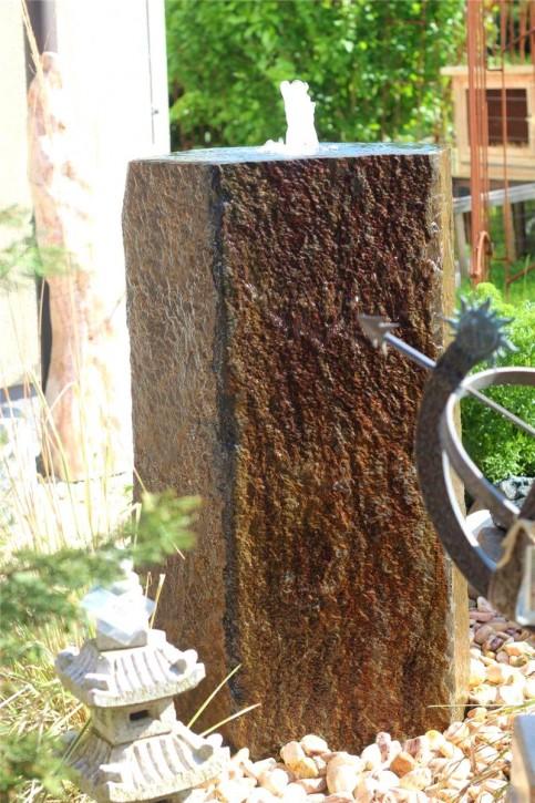 Wasserspiel SET Quellstein Monolith 100cm mit Quellschale Basalt Gartenbrunnen