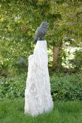 Bronzefigur Waldohr Eule auf Rosariosäule   Dekoration aus Bronze für Heim und Garten