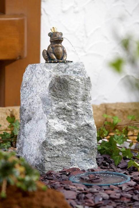 Wasserspiel SET Bronzefigur Froschkönig Otto auf Granitsäule Gartenbrunnen