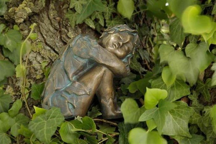 Bronzefigur Wiesenkind Winter 12cm Gartenfigur Bronze Skulptur Rottenecker