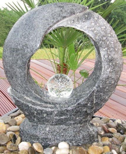 Wasserspiel SET Mond Quellstein 55cm Granit anthrazit Gartenbrunnen dreh. Glaskugel