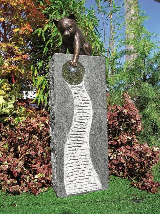 Wasserspiel SET Bronze Katze auf Säule 82cm Granit Gartenbrunnen mit Glaskugel