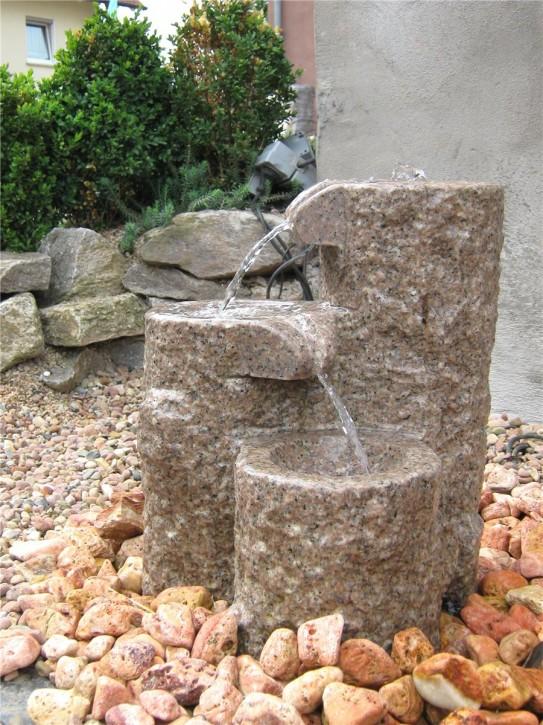 Wasserspiel SET Quellstein Shugan 45cm Granit rosa Bachlauf Gartenbrunnen