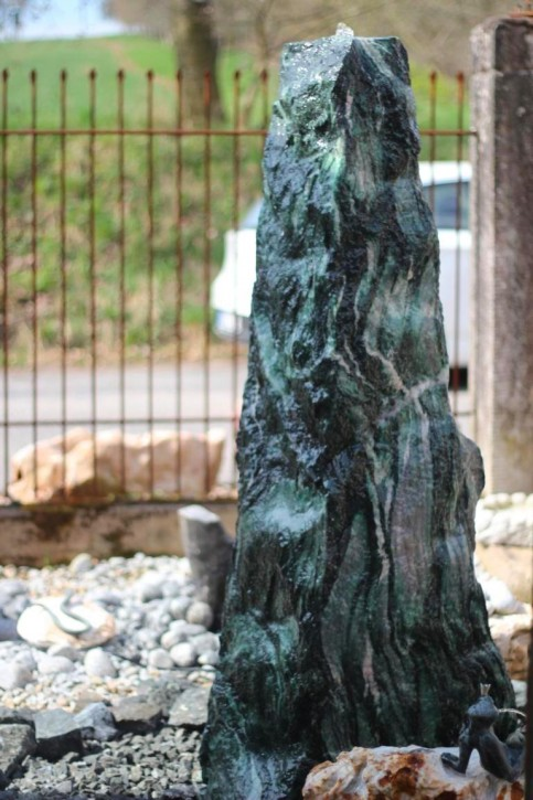 Wasserspiel SET Quellstein Monolith 160cm Marmor artik green Gartenbrunnen