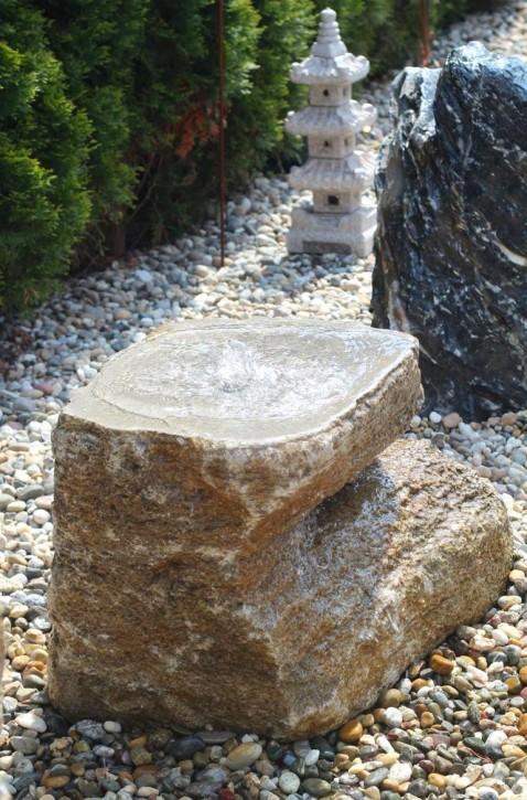 Quellstein Muschelkalk L70cm mit Quellschale Gartenbrunnen Springbrunnen