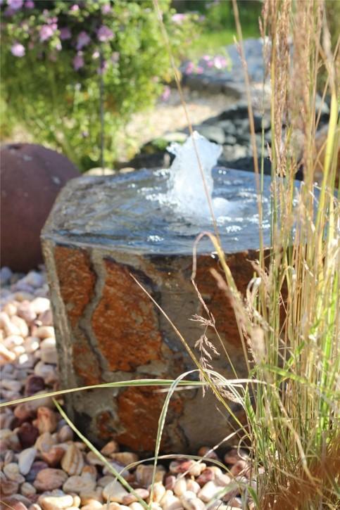 Wasserspiel kpl. SET: Quellstein Basalt mit Quellschale inkl. Pumpe Becken | Springbrunnen