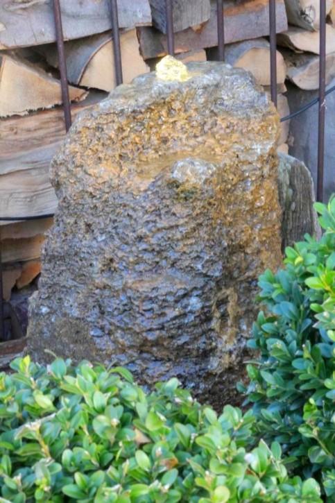 Quellstein Muschelkalk 70cm Gartenbrunnen Springbrunnen Komplettset