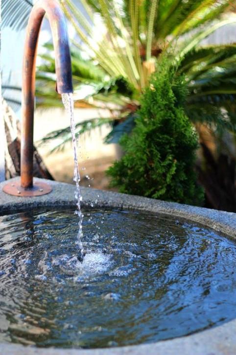 Wassertrog Granit 100/100/70cm mit Kupferauslauf Gartenbrunnen inkl. Pumpe