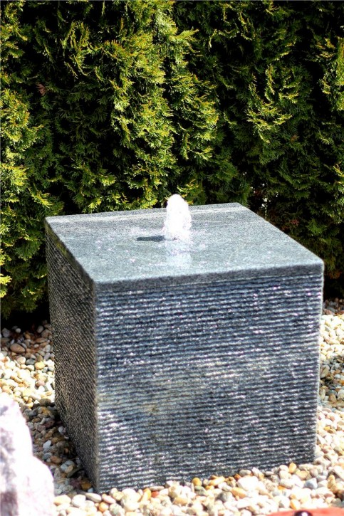 Wasserspiel SET Quellstein Würfel 40cm Granit Gartenbrunnen Springbrunnen
