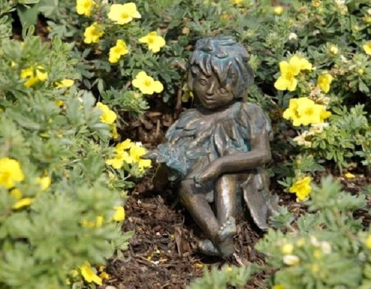 Bronzefigur Wiesenkind Sommer 12cm Gartenfigur Bronze Skulptur Rottenecker